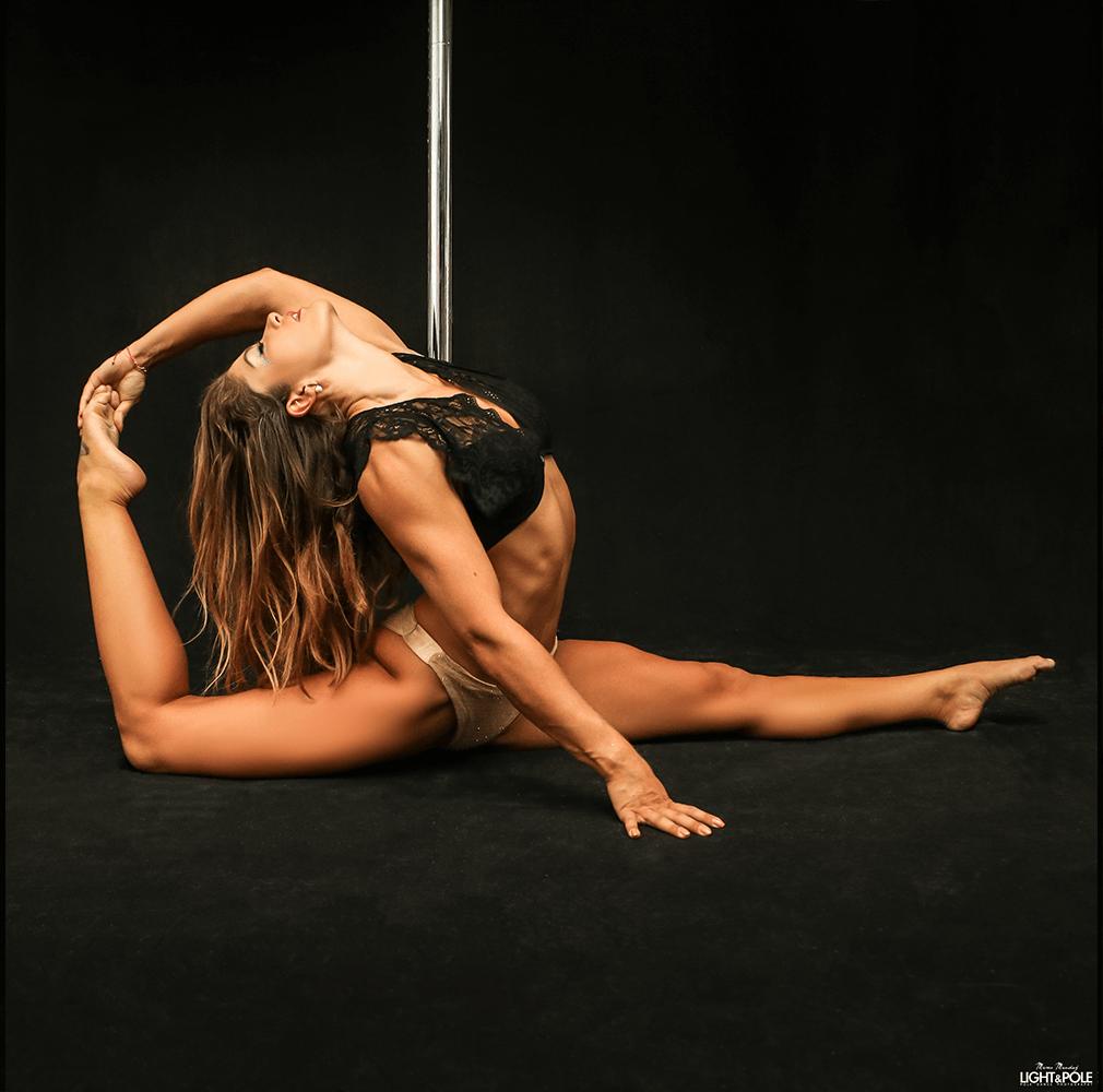 pole-kurs-delia-rosenheim_Pole-Flexibility_01